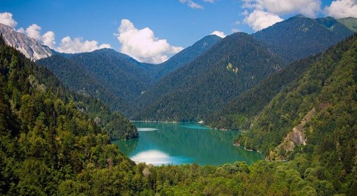 Lake Ritsa: an Abkhazian legend